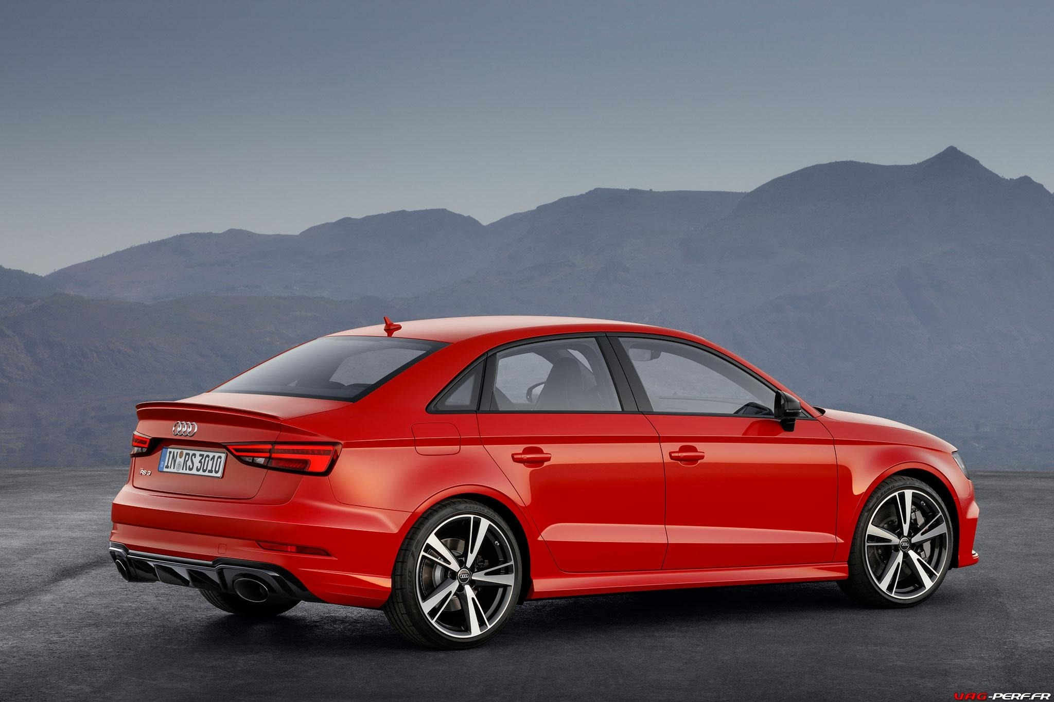 2016_Audi-RS3-Sedan-Officiel_10